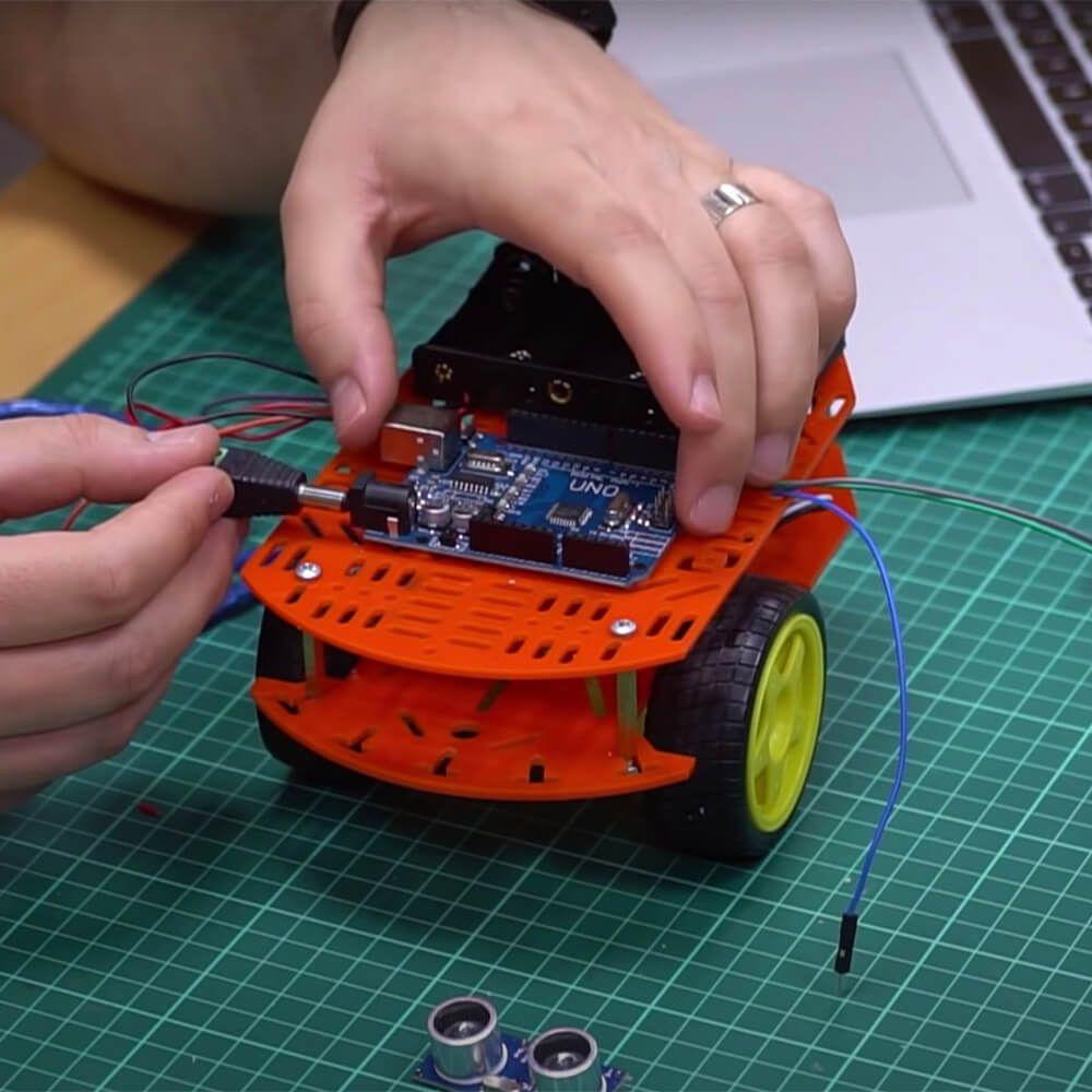 Arduino ile Engelden Kaçan Robot Araba Projesi <br>(@İlge İpek) (1)